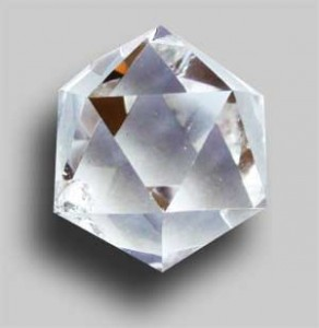 icosaèdre en cristal de roche en télépathie