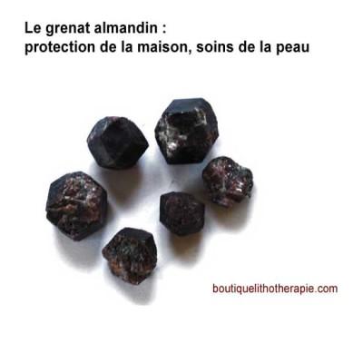 Le grenat est une pierre de protection très puissante que l'on utilise en fonction de sa couleur pour se protéger ainsi que sa maison.